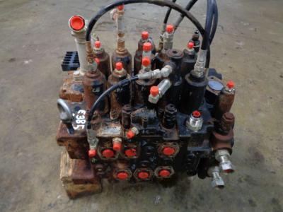 Distributeur hydraulique pour New Holland E 385 B en vente par PRV Ricambi Srl