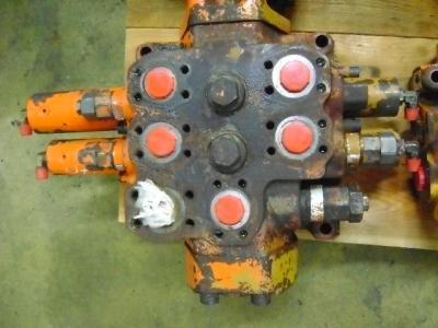 Distributeur hydraulique pour Fiat Hitachi W 230 en vente par PRV Ricambi Srl