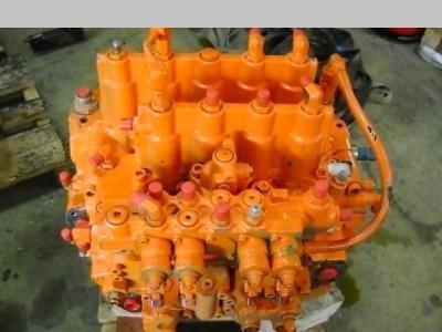 Distributeur hydraulique pour Fiat Hitachi EX 215 en vente par PRV Ricambi Srl