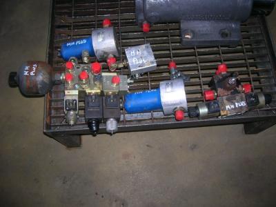 Distributeur hydraulique pour O&K Gommato en vente par PRV Ricambi Srl