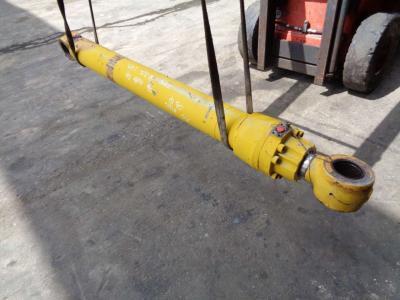 Piston de levage pour Caterpillar 322 B en vente par PRV Ricambi Srl
