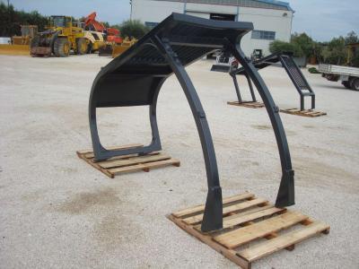 Structure de protection ROPS pour Hitachi 210 E 240 en vente par OLM 90 Srl