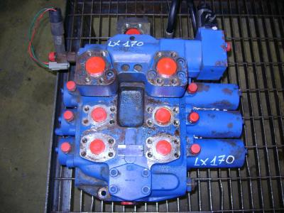 Distributeur hydraulique pour Hitachi Lx 170 en vente par PRV Ricambi Srl