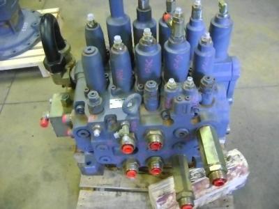 Distributeur hydraulique pour New Holland E 385 en vente par PRV Ricambi Srl
