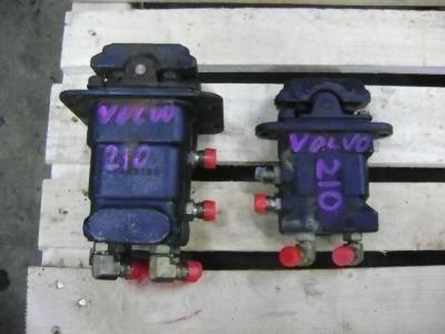 Pédales de contrôle pour Volvo EC 210 B en vente par PRV Ricambi