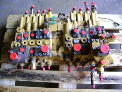 Distributeur hydraulique pour Caterpillar 325 B en vente par PRV Ricambi Srl