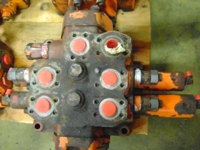 Distributeur hydraulique pour Fiat Hitachi W 270 en vente par PRV Ricambi Srl