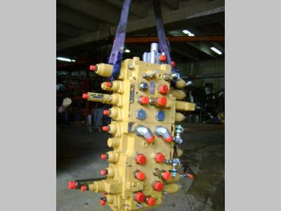 Distributeur hydraulique pour Caterpillar 312 en vente par PRV Ricambi Srl