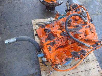 Distributeur hydraulique pour Fiat Hitachi FH450.3 en vente par OLM 90 Srl