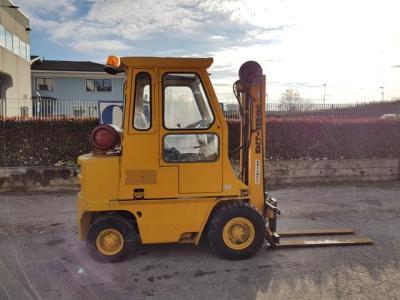Caterpillar V30-LPG- GAS en vente par C.A.E.R. Srl