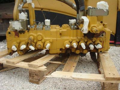 Distributeur hydraulique pour Caterpillar 325C en vente par OLM 90 Srl