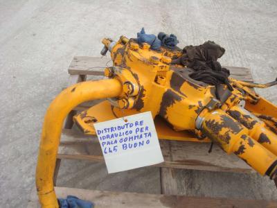 Distributeur hydraulique pour Fiat Allis 645B en vente par OLM 90 Srl