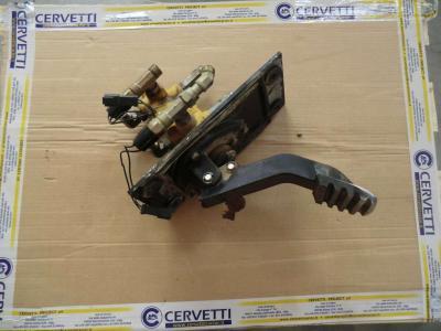 Pédales de contrôle pour Caterpillar 735 en vente par CERVETTI TRACTOR Srl