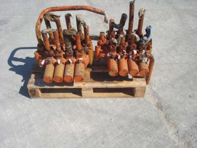 Distributeur hydraulique pour PMI 834 en vente par OLM 90 Srl