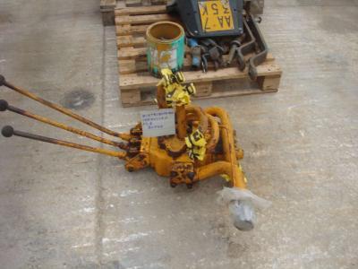 Distributeur hydraulique pour Fiat FL8 en vente par OLM 90 Srl