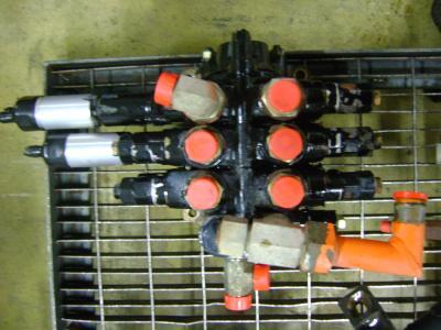 Distributeur hydraulique pour Fiat Hitachi W 90 en vente par PRV Ricambi Srl