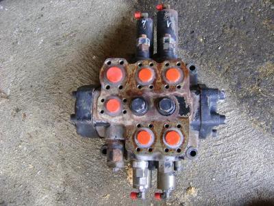 Distributeur hydraulique pour Fiat Hitachi W 190 Evolution en vente par PRV Ricambi Srl