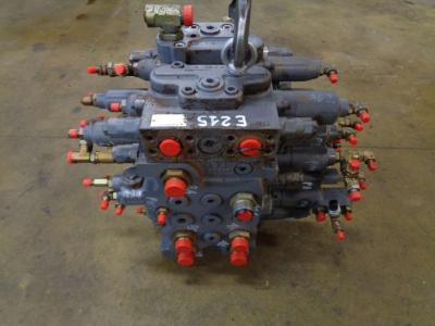 Distributeur hydraulique pour New Holland E 215 en vente par PRV Ricambi Srl