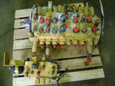 Distributeur hydraulique pour Caterpillar 312 B en vente par PRV Ricambi Srl