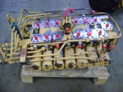Distributeur hydraulique pour Liebherr 902 en vente par PRV Ricambi Srl