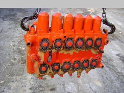 Distributeur hydraulique pour O&K (Orenstein & Koppel) City en vente par PRV Ricambi Srl