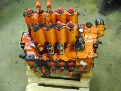 Distributeur hydraulique pour Fiat Hitachi FH 200 en vente par PRV Ricambi Srl