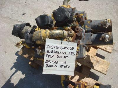 Distributeur hydraulique pour Benati 25SB en vente par OLM 90 Srl