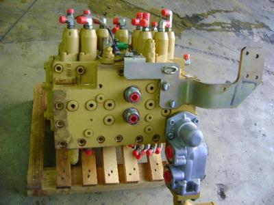 Distributeur hydraulique pour Caterpillar 315C en vente par PRV Ricambi Srl